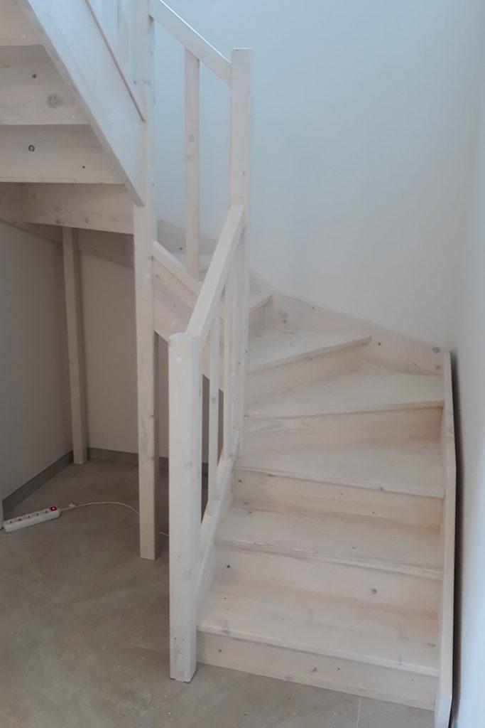 Bystrý smrkové schody do U realizace zdola