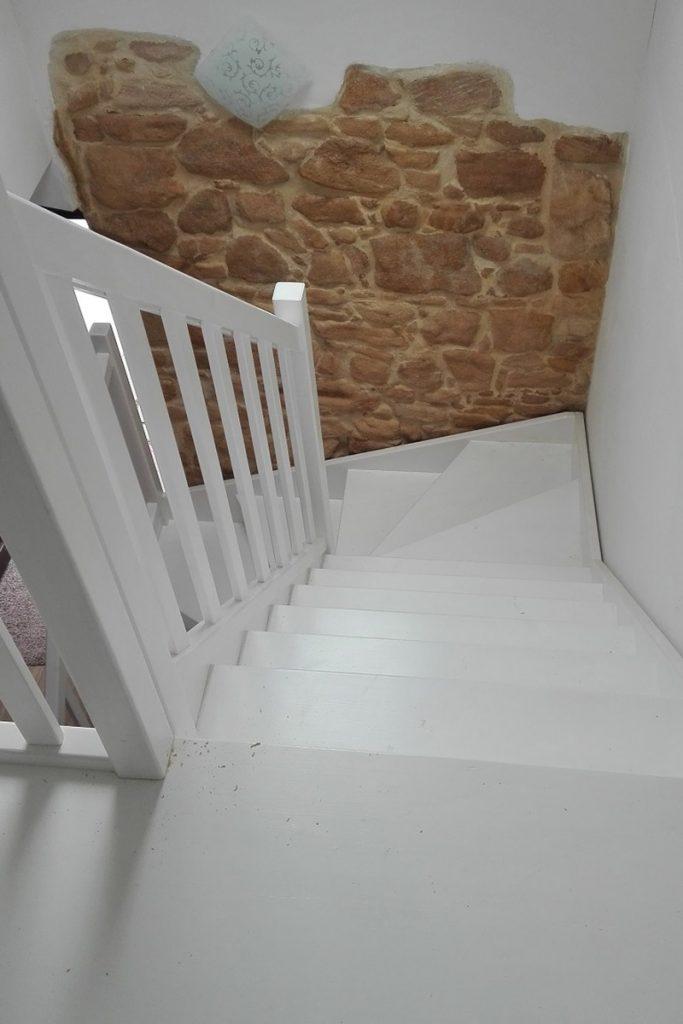Bystrý smrkové schody do U realizace bílý lak shora