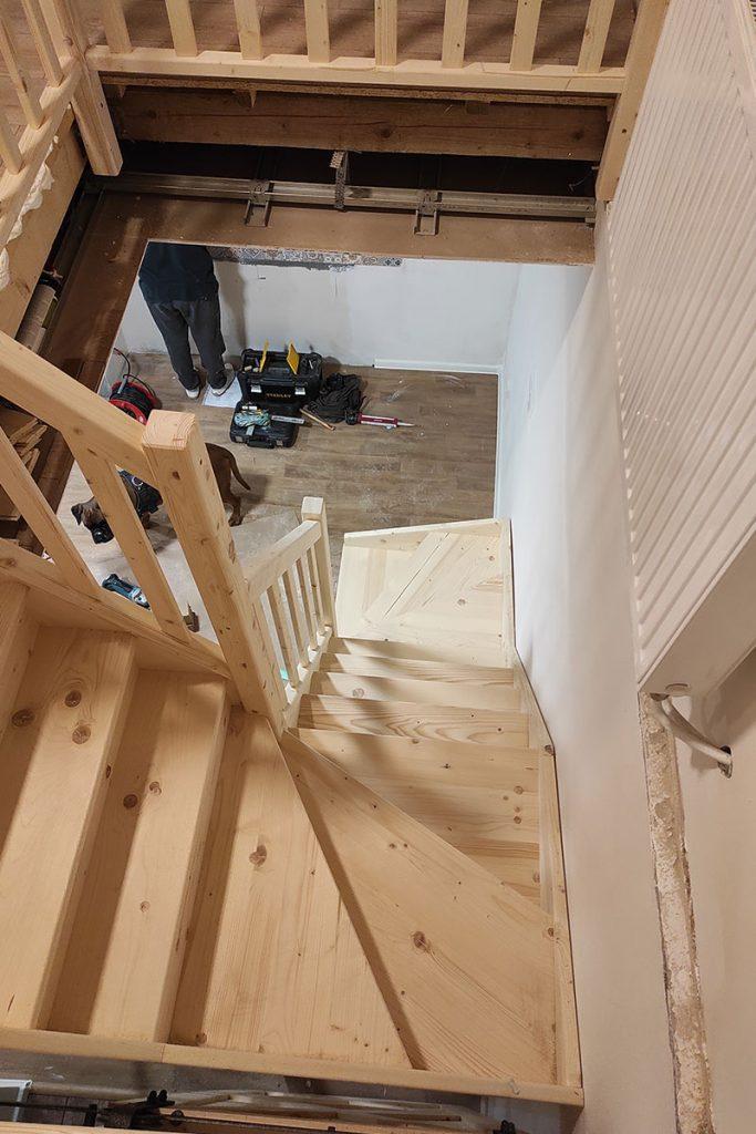 Bystrý smrkové schody do U realizace bezbarvý lak shora