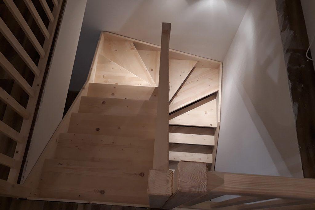 Bystrý smrkové schody do U realizace bez podstupnice shora