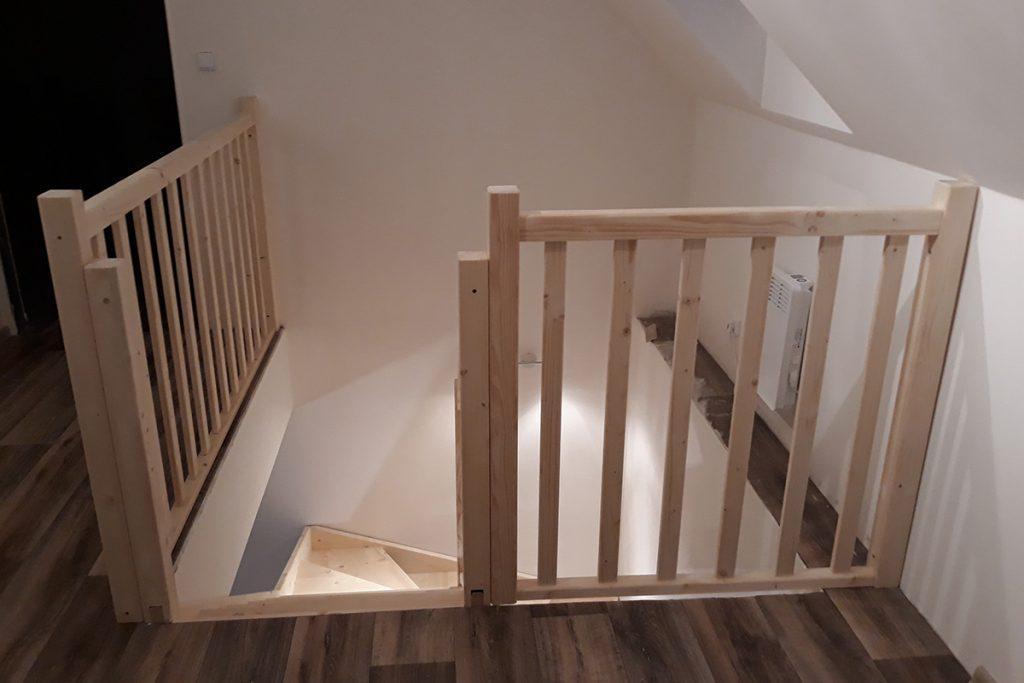 Bystrý smrkové schody do U realizace bez podstupnice z patra