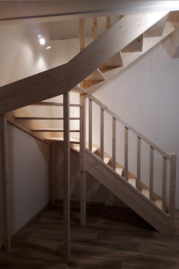 Bystrý smrkové schody do U realizace bez podstupnice zboku