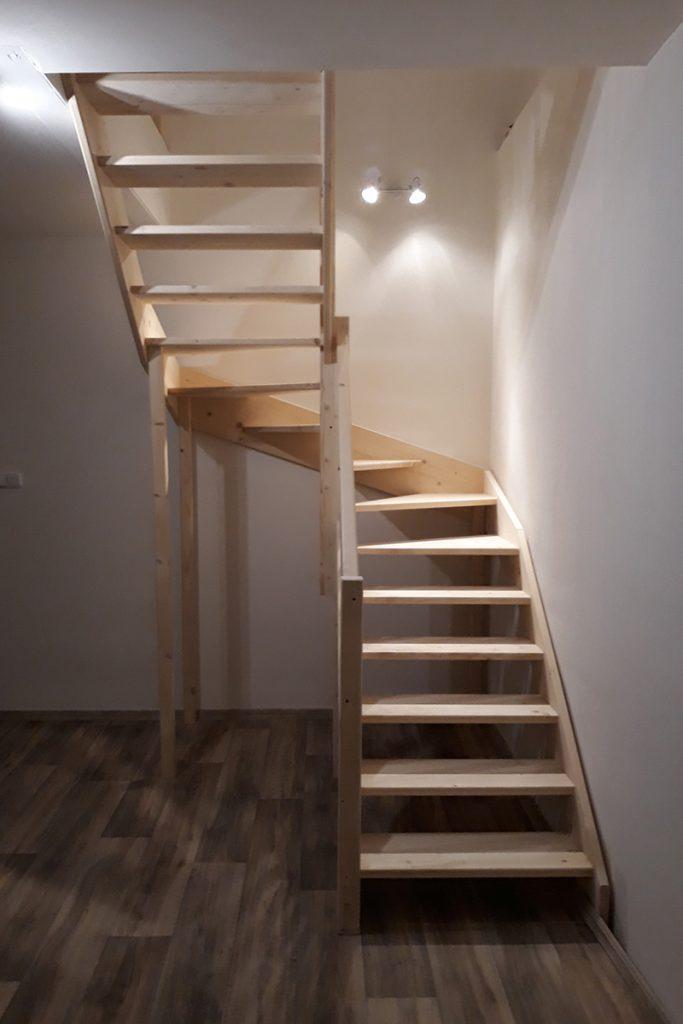 Bystrý smrkové schody do U realizace bez podstupnice zdola