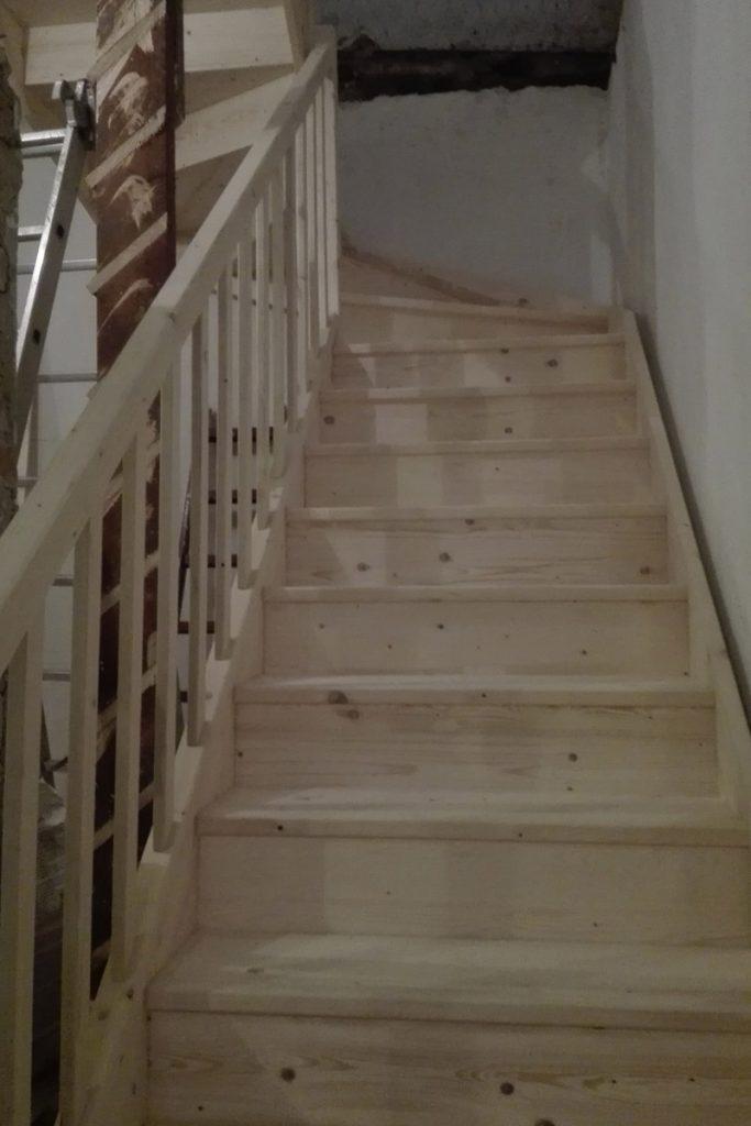 bystry smrkove schody do u realizace svetle zdola rozpracovane