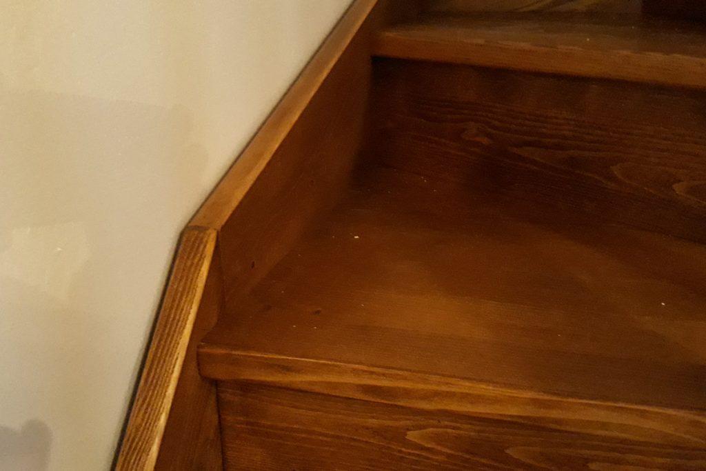 bystry smrkove schody do u realizace tmave detail