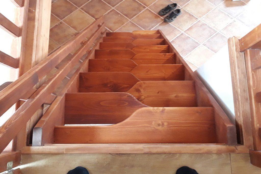 Bystrý smrkové schody rovné realizace krátké shora